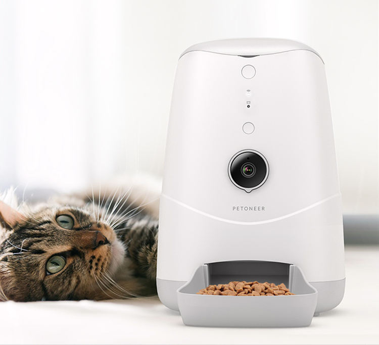 Petoneer automatic pet feeder with Camera powered by Tuyasmart APP Enable