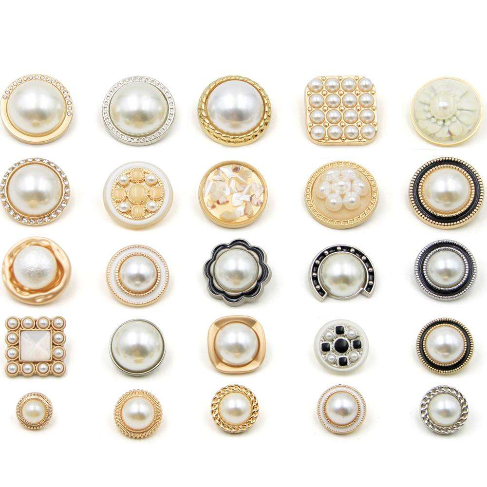 SOUKOU Latest Design Fashion Pretty Gold Plated with Rhinestone For Lady Mother Of Pearl Button