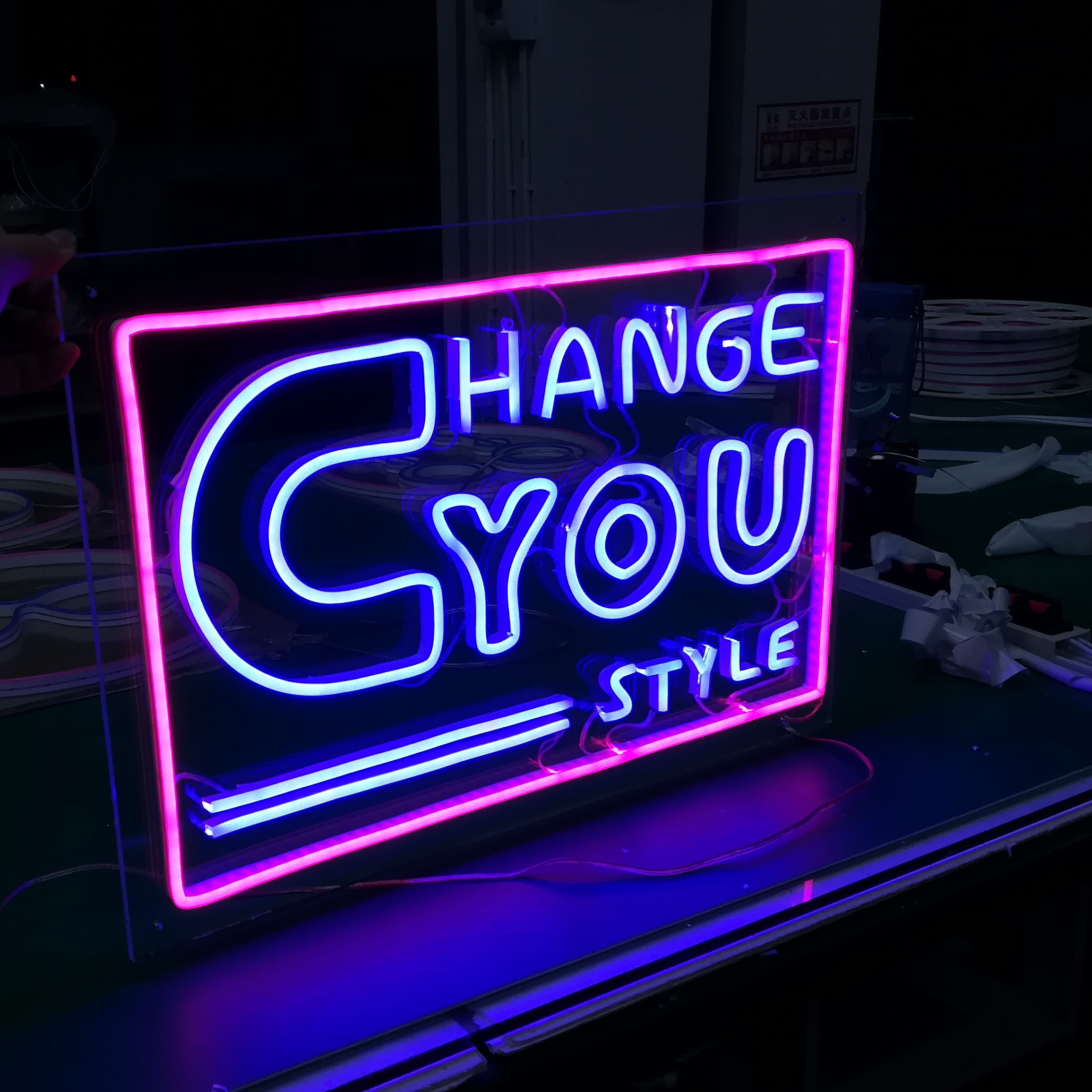 Acryl Neon Sign Brief Stijl Logo Merk Outdoor Sign Board