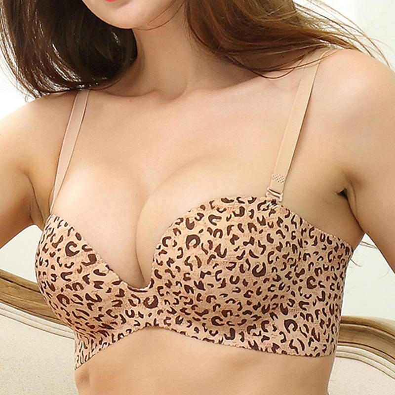 Half cup palm shaped three-dimensional hand support strengthens the gathering of invisible and breathable bra