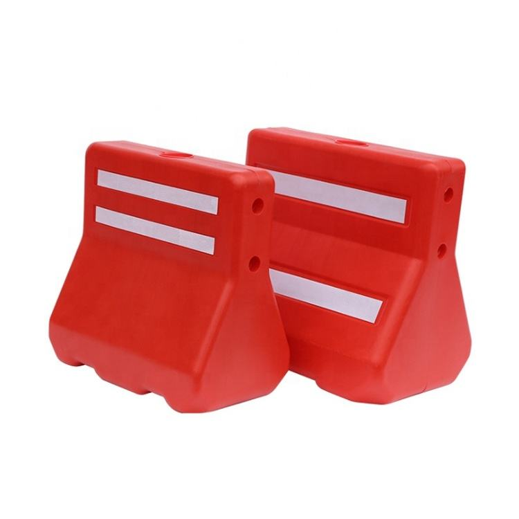 Water Filled Traffic Blowing Plastic Road Safety Barrier For Sale