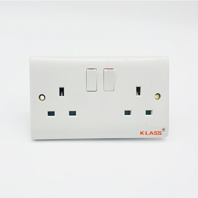 Double Twins 13 amp power socket