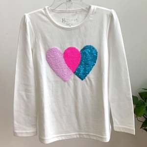 Cute young girls t-shirt with sequins application