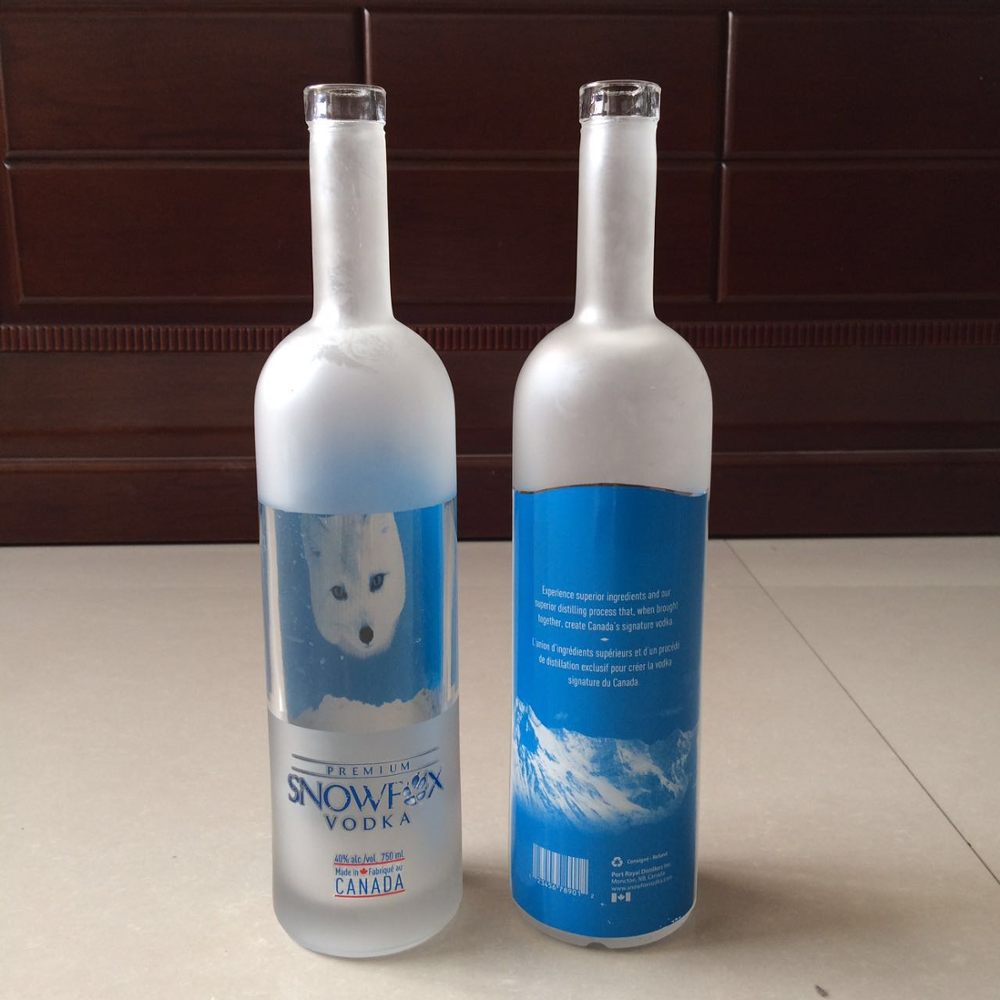 SCREW CAP Sealing Type and Glass Material Vodka bottle crystal 750ml glass bottle