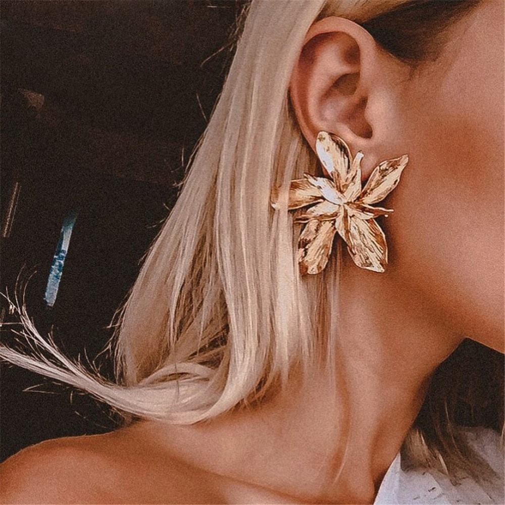 amazon top seller 2019 Vintage Gold Silver Alloy Earrings New Fashion Alloy Metal Big Flower Stud Earrings For Women