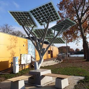 Municipal engineering Artificial Tree Decorative Urban Benches Charging Phones with solar power