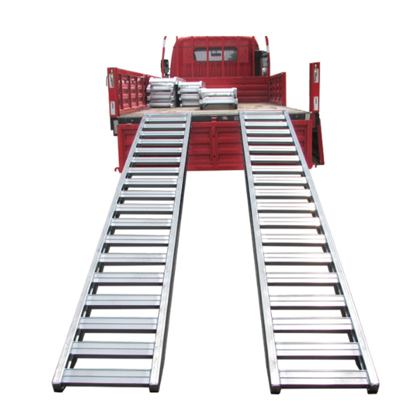 Portable excavator for vehicle aluminum alloy loading ramps