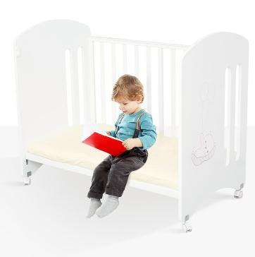 Multifunctional Wooden Baby crib with white paint for kids baby cot desk sofa day bed