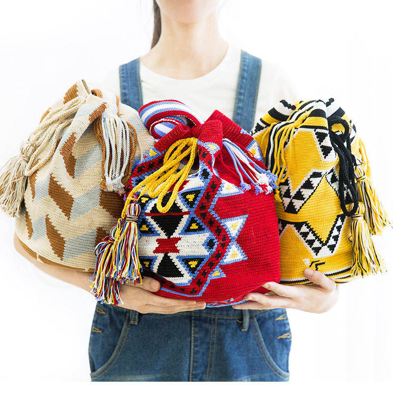 Wholesale Colombia Imported Fashion Handmade Small Bucket Mochila Wayuu Women Sling Bags With Tassel