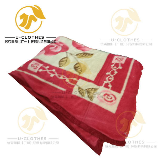 Best used clothing bales of BLANKET in U-clothes factory.