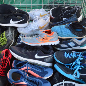 2018 High Quality men shoes used toys second hand sports shoes