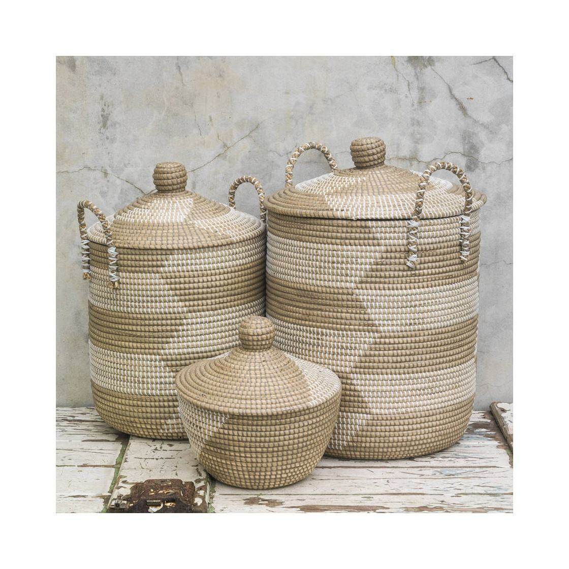 Handmade storage basket with lid from seagrass and PP string