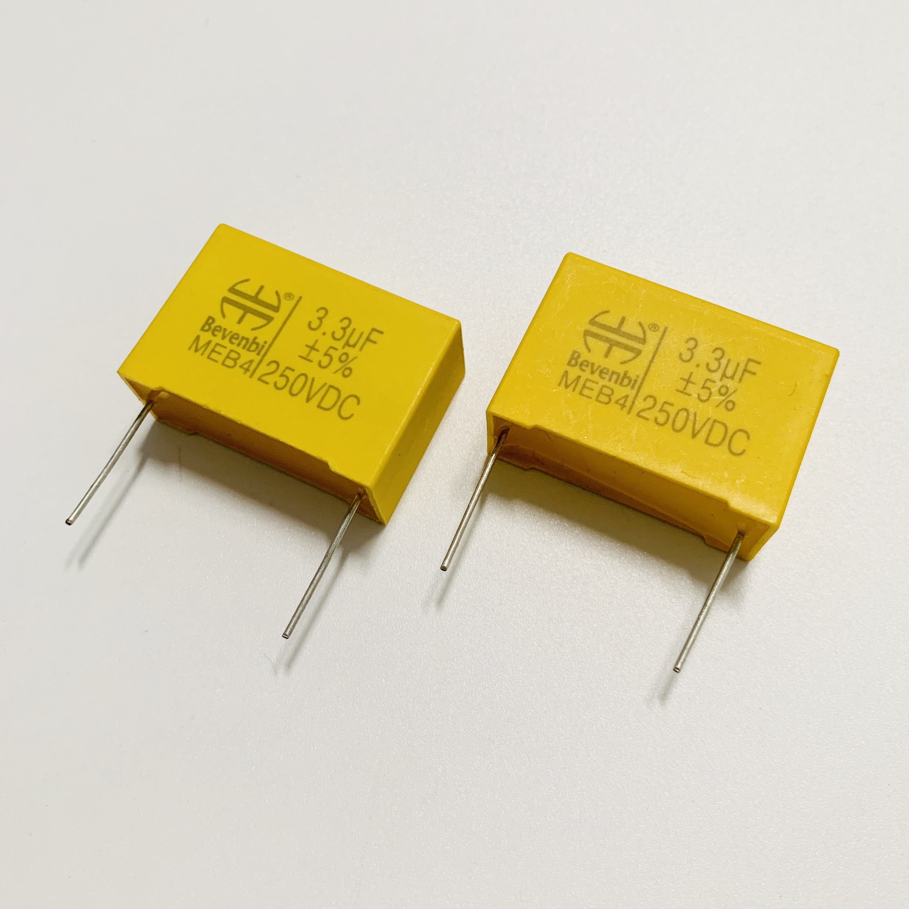 200x Assorted Aluminum Electrolytic Capacitor 15 Values 0.1uF-220uF With Housing