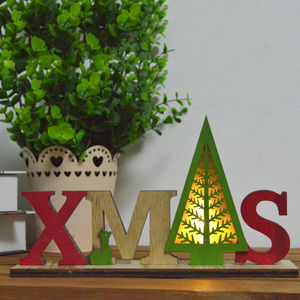 Made in china atacado letras de madeira Xmas night light up pingente de árvore de natal com base de madeira de mesa operado bateria