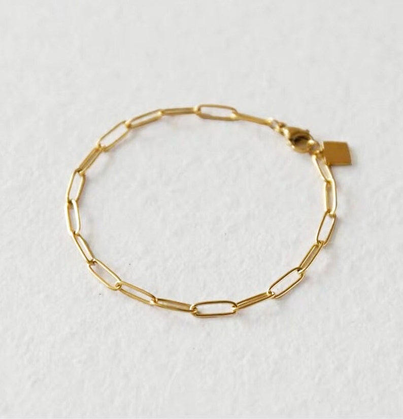 Modern Women Jewelry accessories 18K Gold Plated Paperclip Chain Bracelet Gold Stacking Bracelet with Logo charm
