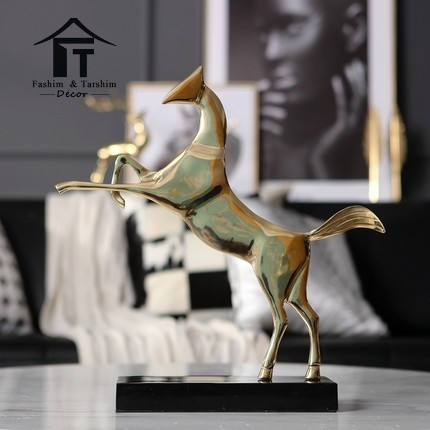 High End Decorativa Golden Brass Cavallo Scultura Statua Figurine per La Casa Soggiorno Decorazione