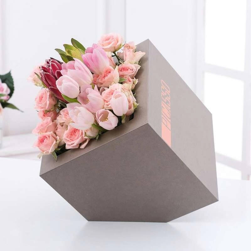 Unique Modern Design Surprise Birthday Gift Real Preserved Roses bouquet In Bevel Box For Girlfriend Valentine's Day