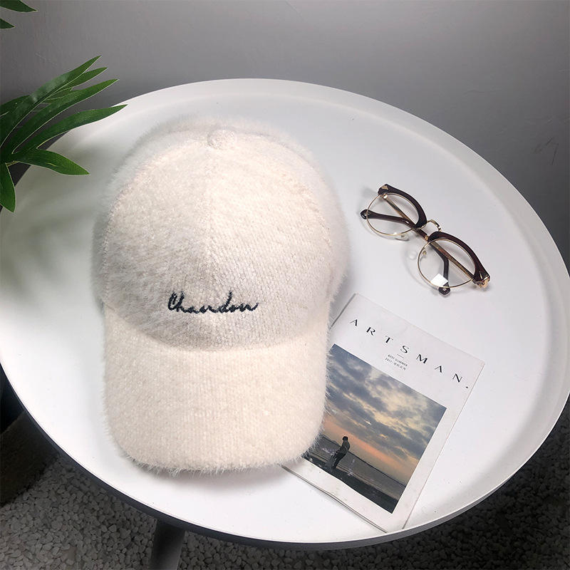 Polyester six panel white winter new style embroidery plush ladies baseball cap