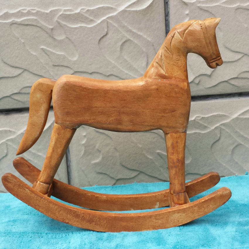 Mediterranean style handmade wooden horse table decoration pine wood crafts for home decoration