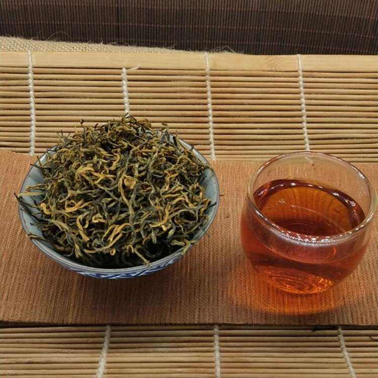 Chinese Yunnan tea cleaning