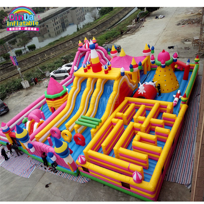 Modern Design Inflatable Playground, Giant Inflatable Bouncy Castle With Funny Obstacle