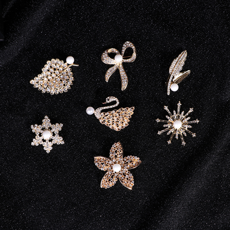 Wholesale Fancy Fashion Crystal Corsage Bow-tied Leaf Snowflake Swan Golden Rhinestone Brooch with Pearl