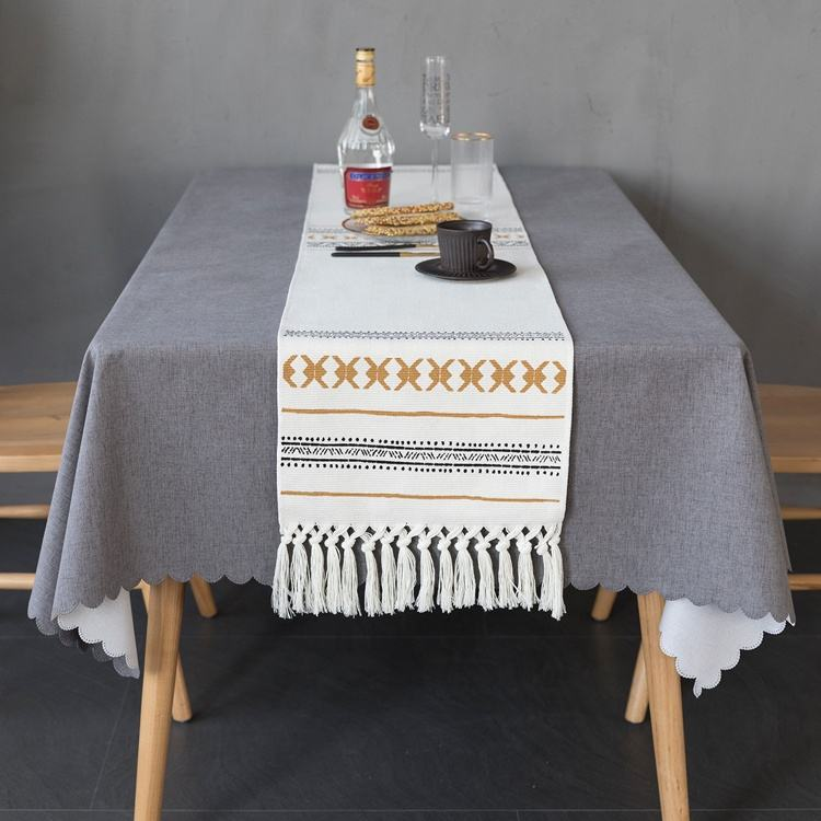 2020 New launching hotel decorative table cloth runner gold printed cotton dining table runner