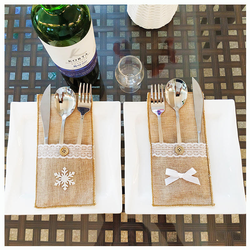 H403 Kitchen Xmas Restaurant Home Flax Tableware Holder Storage Pouch Christmas Snowflake Bow Decorated Buffalo Flatware Bag