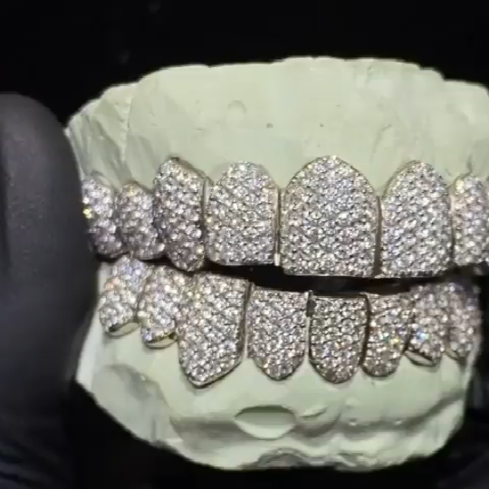 Nieuwe Collectie Grillz <span class=keywords><strong>Tanden</strong></span> Custom 8 Top & 8 Bodem Moissanite Iced Bling Grills <span class=keywords><strong>Tanden</strong></span> Grillz Grillz Hip Hop <span class=keywords><strong>Tanden</strong></span>