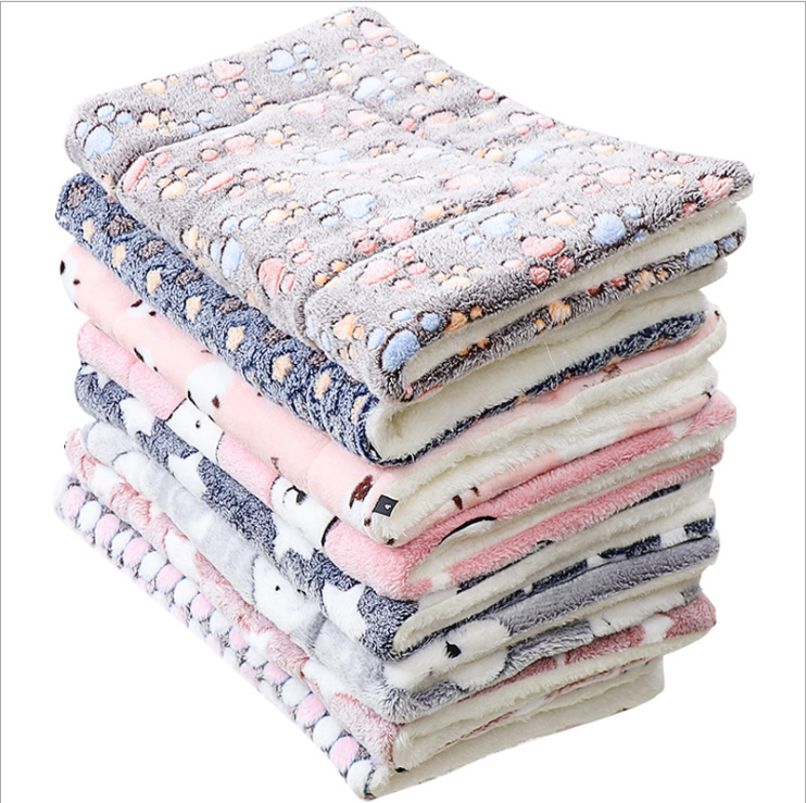 Pet cushion thickened autumn and winter warmth cats and dogs general blanket Flannel pet mat
