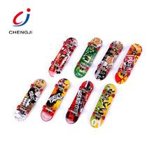 Poplar Desk Game Mini Fingerboard Plastic, Multicolor Children Printing Toys Skateboard Finger