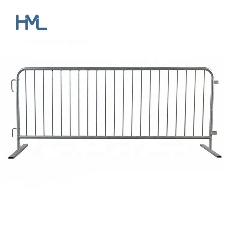 Temporary road crowd control steel movable barriers systems with flat bases