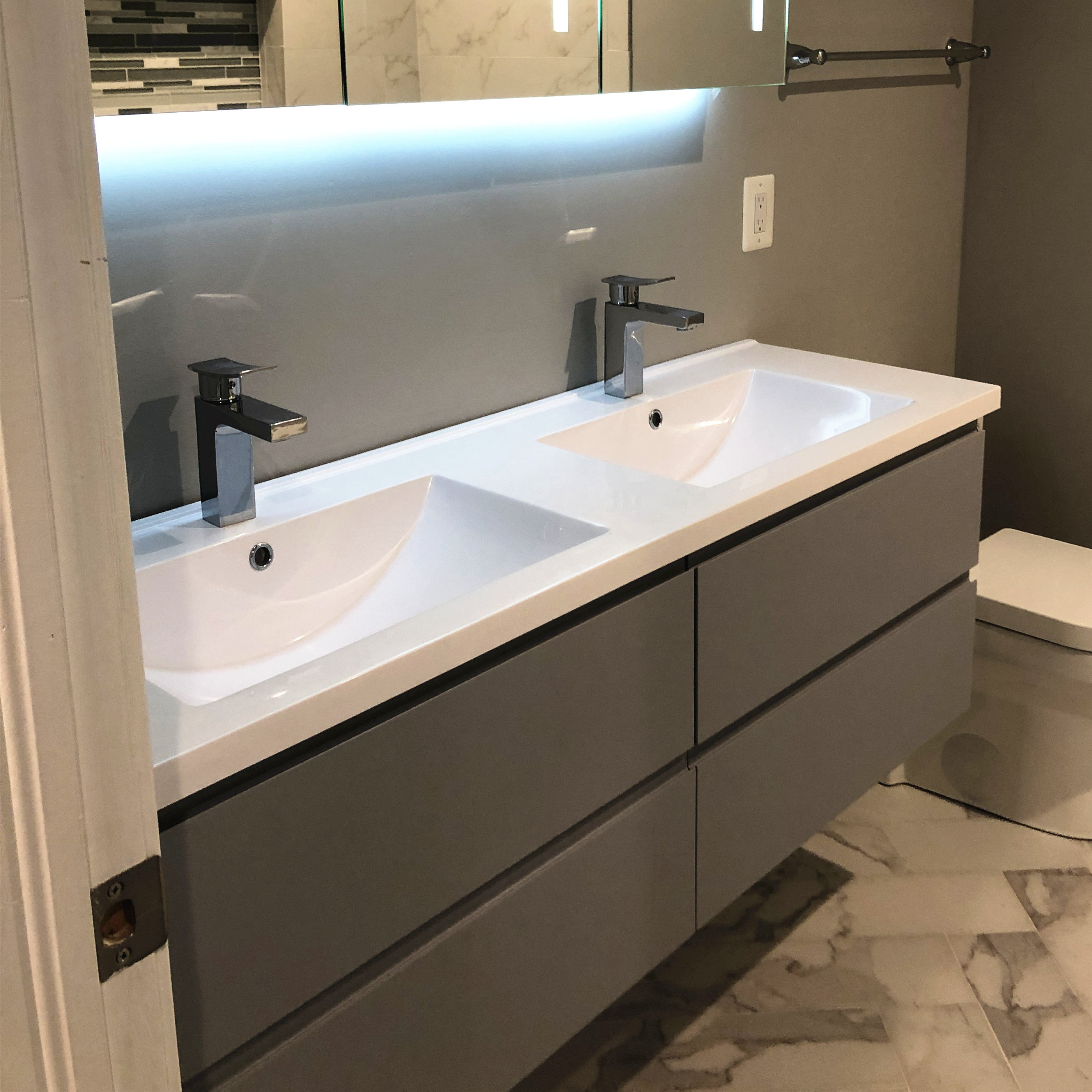 2020 Vermont Vanity Project In Washington Grey Bathroom Design Makeup Vanity Set With LED Mirror Wall Cabinet