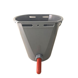 Feeder Factory Direct Sales 8L Cattle Feeding Milk Bucket Lamb Calf Feeder With Teats
