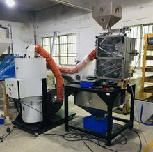 Static dust separator for plastic raw materials raw material cleaning
