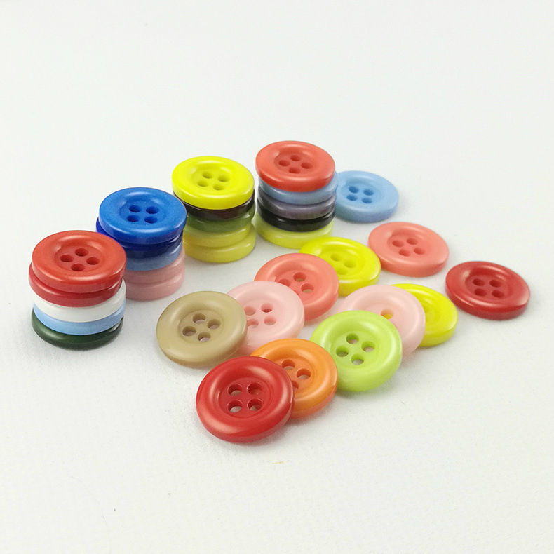 Wholesale Excellent Quality Hot Sale 4 Holes Red Round Plastic Resin Button For Shirt
