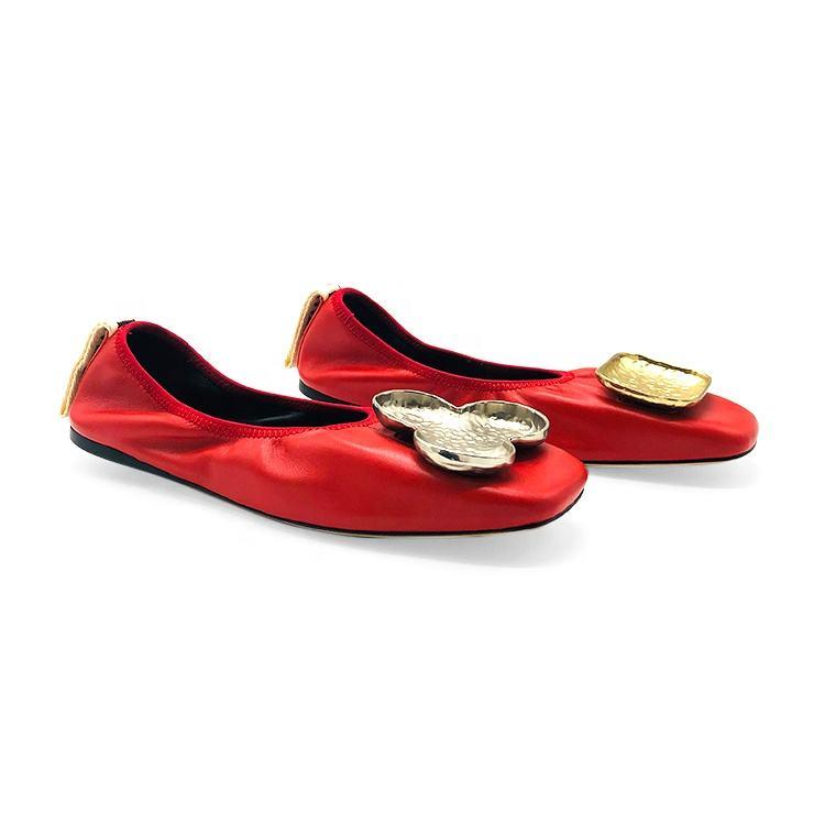 レッドラムスキンしわメタルクローバー装飾品フラットレザーソールカスタム高級靴女性のための