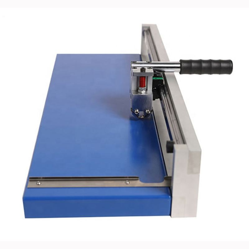 V grooved saw blade cutting printed circuit boards V slotter machine
