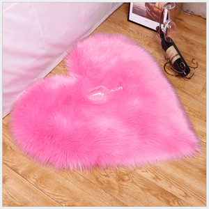 Wholesale 2020 hot sale heart shaped fur leather rugs faux carpets women for home