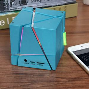 2020 Bluetooth Square Nirkabel Mini Portable Mini USB Radio Sihir Warna-warni LED Lampu Malam BOOST Wireless Speaker