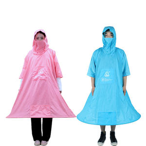 Beautiful and durable two-color raincoat, with holes on both sides, can take things at any time Portable raincoat