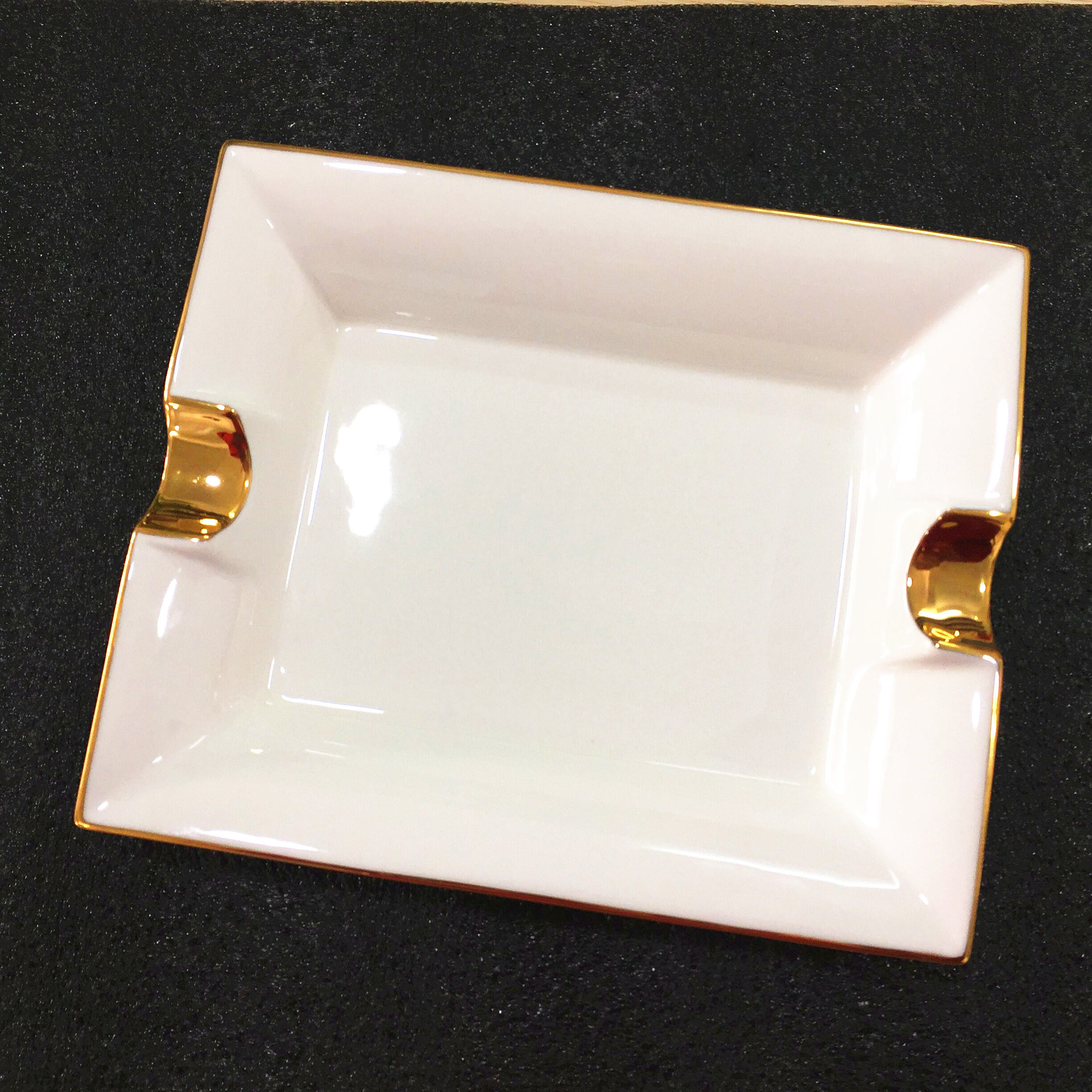 Custom Glod Ashtray Luxury Hotel Porcelain Ashtray Fine Bone China Ashtray