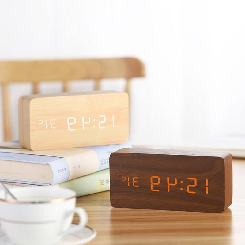 new arrival wholesale stock table clock with temperature and humidity 2019 top new hotsale best price cheap daylight talking