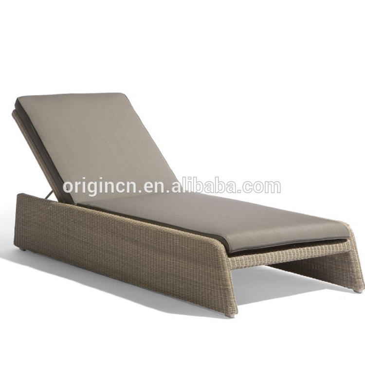 Wholesale adjustable back design swimming pool lounge chairs rattan daybed with cushion