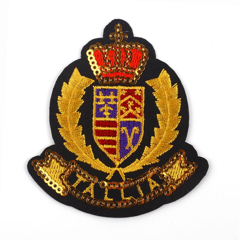Venta al por mayor de hierro en marca de logotipo OEM textiles insignia parche bordado precio