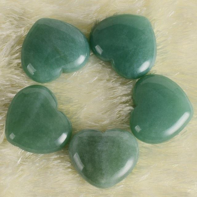 Manufacturers direct natural green jade heart pendant love energy stone decoration nephrite jade
