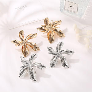 2020 new simple exaggerated metal flower shape stud earrings big statement holiday golden fashion jewelry for women