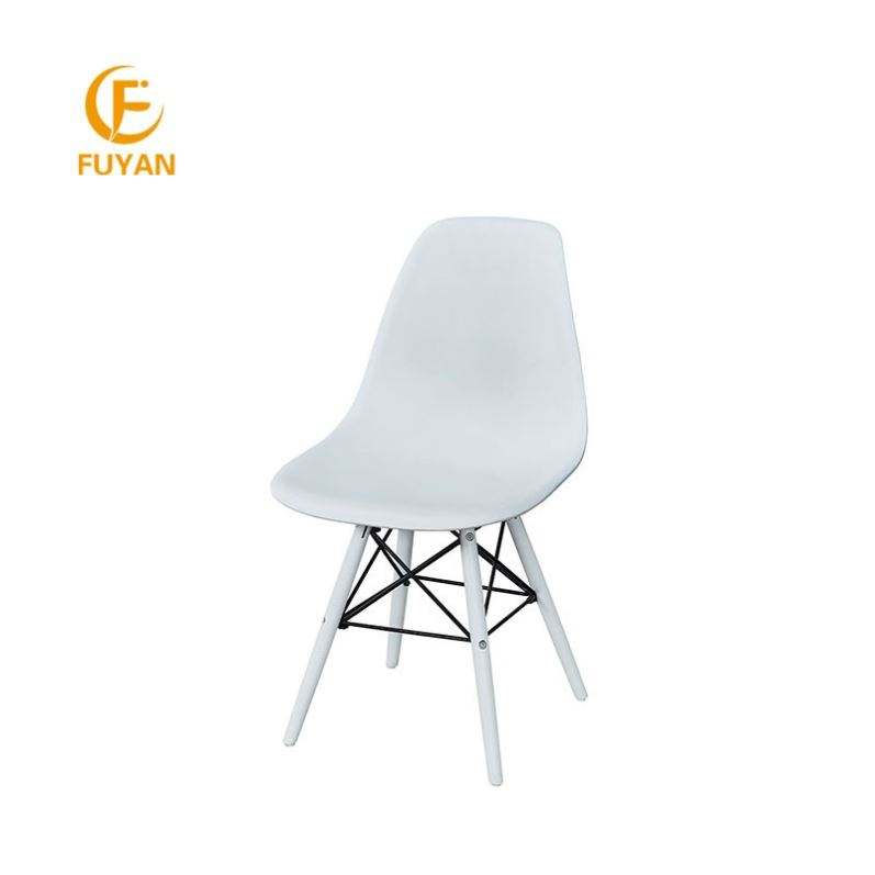 أرخص الحديثة تصميم الأبيض PP البلاستيك المطبخ عشاء الكراسي مع خشبية الساقين للبيع بالجملة التمتع مكتب كرسي
