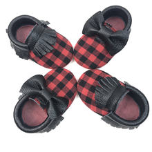 Wholesale Latest Fashion Black and red grid soft sole prewalker baby shoes for christmas kids