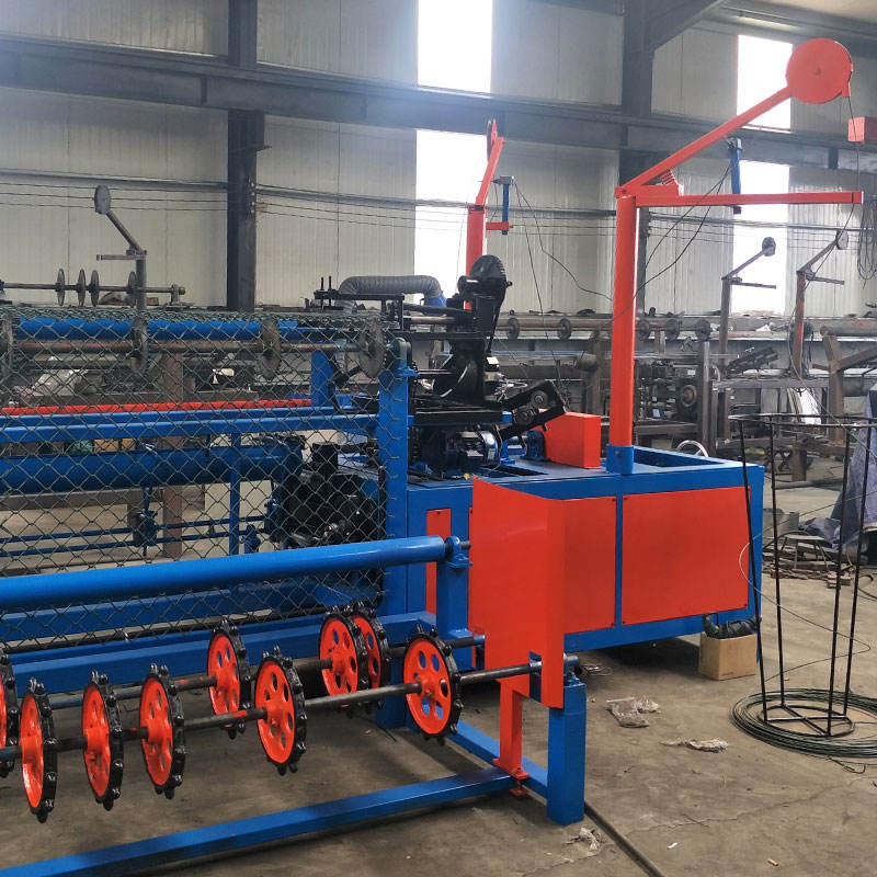 Fully-automatic galvanized chain link fence netting machine